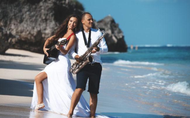 Свадьба на берегу океана, саксофон и гитара