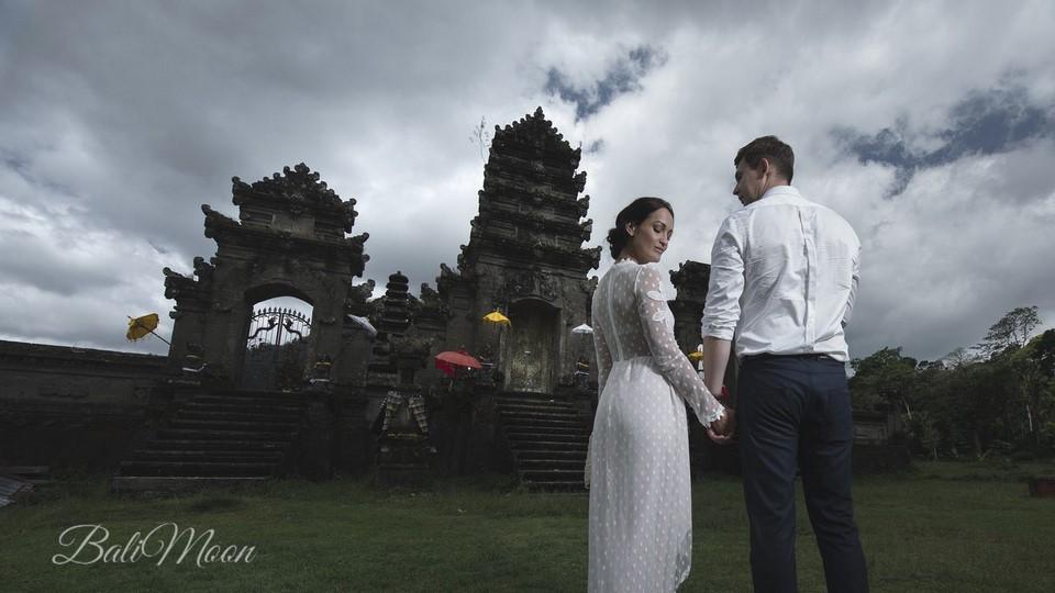 свадьба у балийского храма
