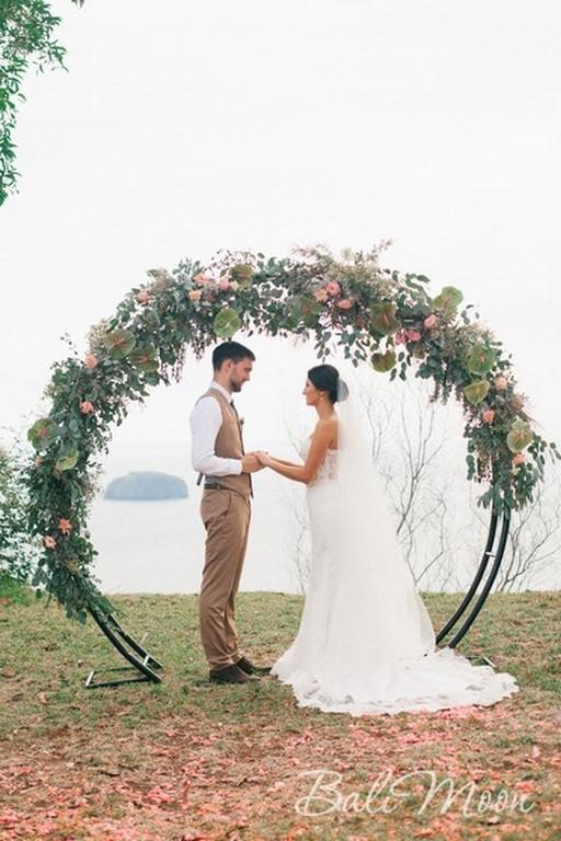 Свадьба на обрыве с гостями