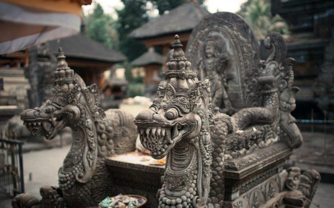 Свадебная церемония в храме на Бали